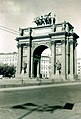 Narva Triumphal Gate in St. Petersburg.jpg
