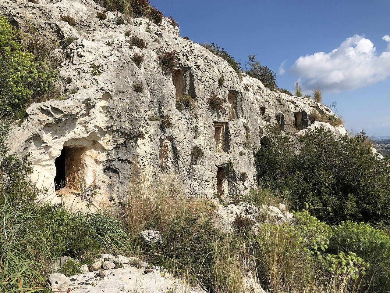 Necropoli del Cassibile 06.jpg
