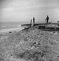 Ned. troepen bevrijden Nederland, ze slapen in door Duitsers gebouwde bunkers, KNPIB (Kon. Ned. Prinses Irene Brigade) Bestanddeelnr 934-9765.jpg