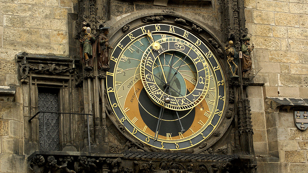 Horloge astronomique à Prague sur la place du marché de la Vieille ville (Staroměstské náměstí).