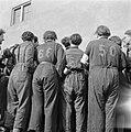 Ontmoeting met ex-gedetineerden in het voormalige concentratiekamp Westerbork, Bestanddeelnr 900-2558.jpg