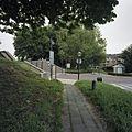 Overzicht omgeving Arkelpoort, coupure door de vestingwal naar de binnenstad - Gorinchem - 20371785 - RCE.jpg