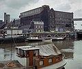 Overzicht over het fabriekscomplex gezien vanaf de overzijde van het Bassin - Maastricht - 20382889 - RCE.jpg