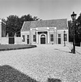 Overzicht van het rechter bouwhuis op het voorplein - Baarn - 20027180 - RCE.jpg