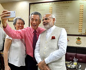 Lee Hsien Loong - Lee Hsien Loong takes a selfie with Indian Prime Minister Narendra Modi
