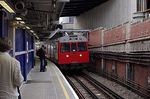 Paddington station MMB 66 C-stock.jpg