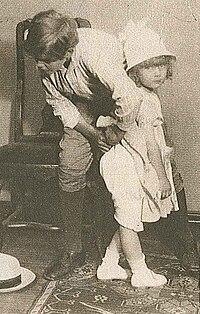 Palle Brunius and Eyvor Lindberg in Ombytta Roller - 1920.jpg