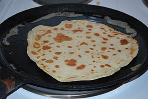 English: Pancake in frying pan.