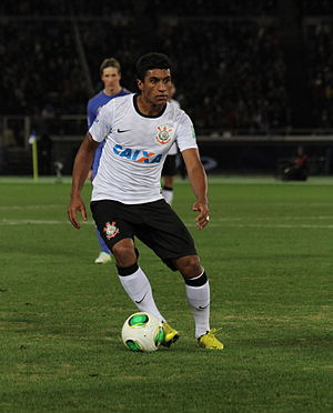 Paulinho (footballer) - Paulinho playing for Corinthians in 2012
