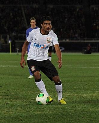 Paulinho (footballer) - Paulinho playing for Corinthians in 2012