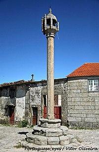 Pelourinho de Carapito - Portugal (7068917591).jpg