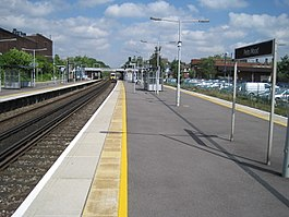 Petts Wood railway station, Greater London (geograph 3235521).jpg