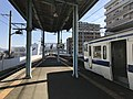 Platform of Karatsu Station 4.jpg