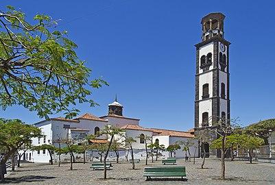 Plaza de la Iglesia Santa Cruz 02.jpg
