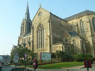 Beaussais-sur-Mer - The church of Saint-Pierre and Saint-Paul, in Ploubalay