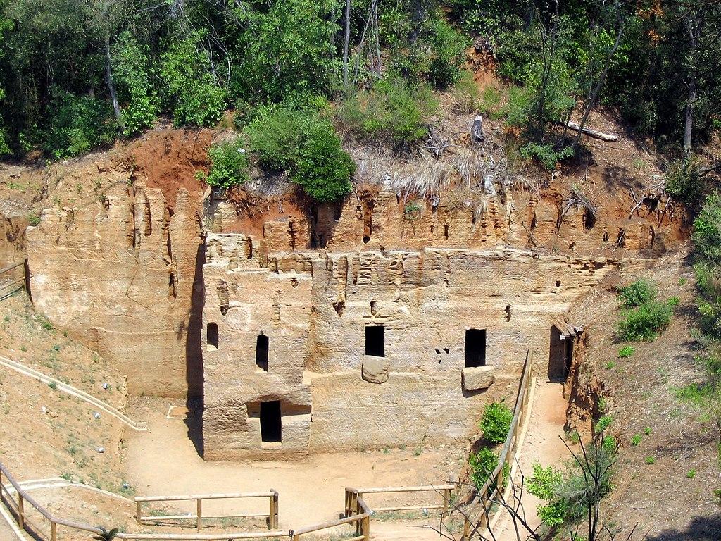 Populonia, de Necropoli delle Grotte