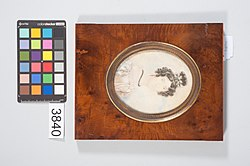Porta-Retrato com Retrato de Dona Amélia D'Escragnolle (1-06-02-000-03840-00-00-01).jpg