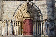 Portail et détail façade église d'Ussy.jpg