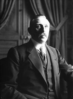 Portrait photographique de Célestin Hennion, préfet de police de Paris, en 1914, par l'agence Rol