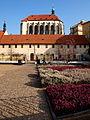 Praha kostel Panny Marie Sněžné zahrada.JPG
