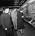Prinses Beatrix en Prins Claus maken een wandeling over de tentoonstelling, Bestanddeelnr 929-1378.jpg