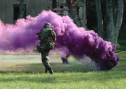 Total Wars III 4 & 5 octobre 250px-Purple_smoke_grenade