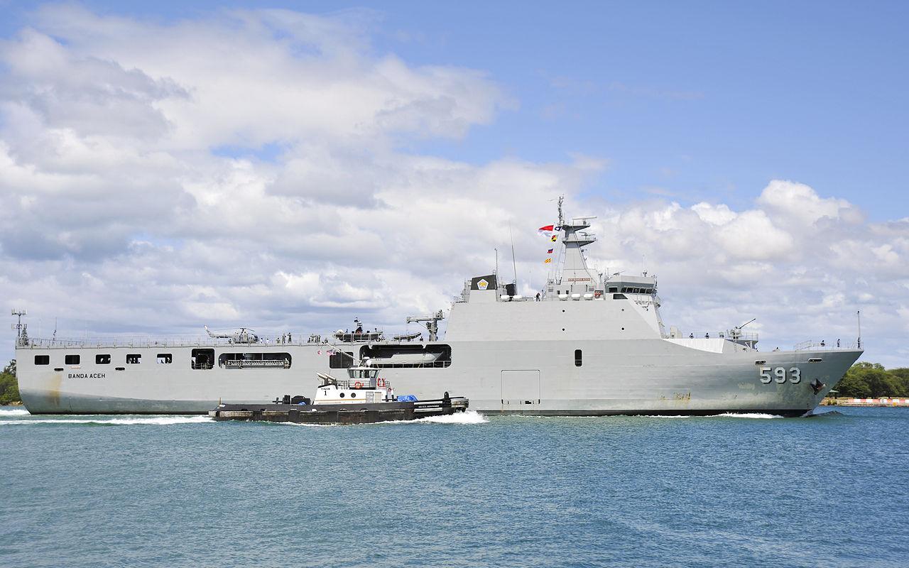 RIMPAC 2014 Ship Arrivals 140625-N-WF272-079.jpg