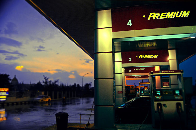 File:Rain, Gas Station and Dawn.jpg