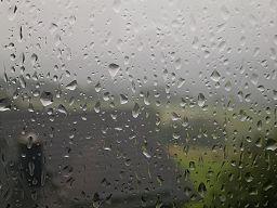 Rain drops on window 02 ies