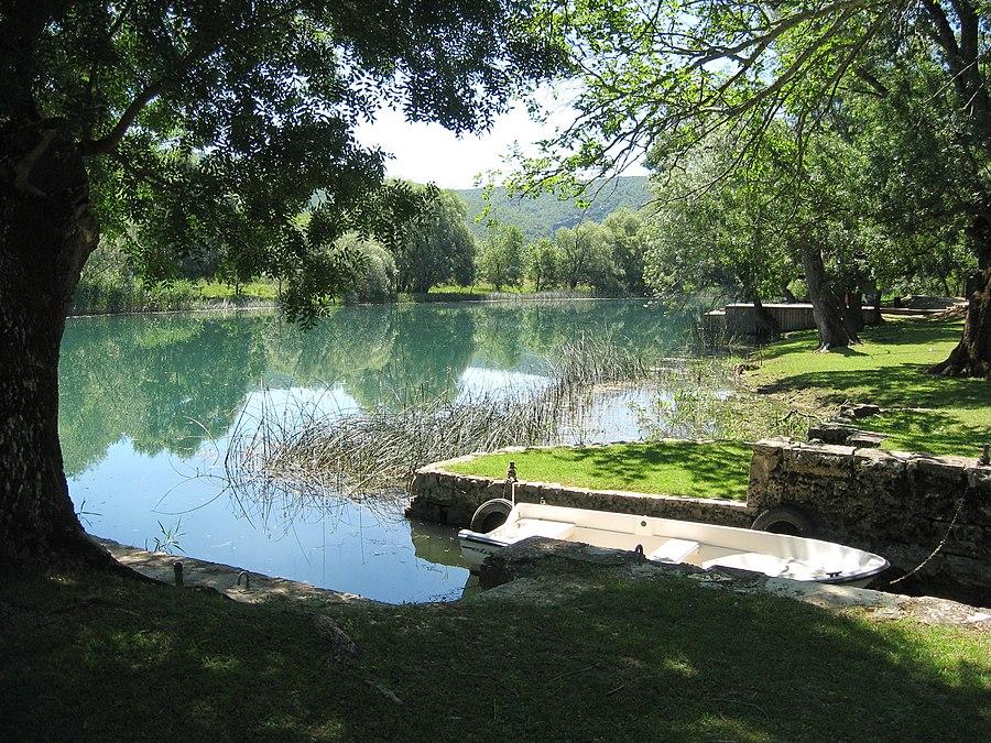 Reka Krka pored manastira Krka