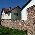 Reste der Stadtmauer von Kirrweiler - panoramio.jpg