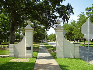 River Oaks, Houston - The marker at an entrance to River Oaks