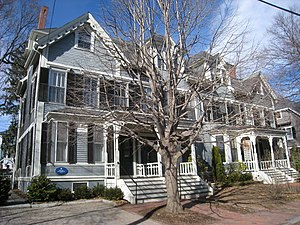 Robert Frost House - Image: Robert Frost House, 29 35 Brewster Street, Cambridge, MA IMG 4714