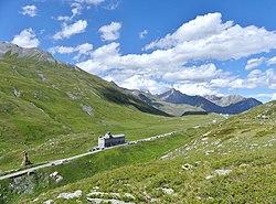 Route et hospice du col du Petit-Saint-Bernard en été (août 2019).JPG