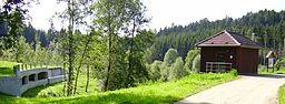 Hochwasserrückhaltebecken mit Überlauf in der Nähe von Täferrot, Baden Württemberg, Deutschland