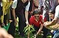 Sachin tendulkar planting tree 04.jpg