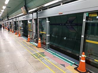 Gwanghwamun station - Safety screen doors being installed in one of the station platforms