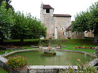 Saint-Hilaire-d'Estissac fontaines-église (1).JPG