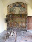 San martino a maiano, chiostro, madonna della misericordia e vecchio aratro.JPG