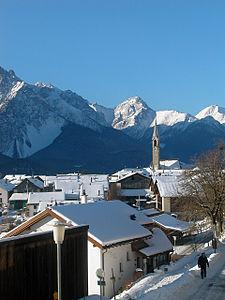 http://upload.wikimedia.org/wikipedia/commons/thumb/e/ec/Schweiz_graubuenden_sent.jpg/225px-Schweiz_graubuenden_sent.jpg