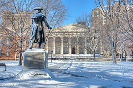 Second Bank of the United States with Robert Morris, Jr. statue, Philadelphia