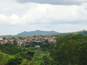 Três Pontas - View of the mountain of Três Pontas with the shape that gave the city name.