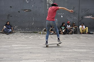 Freestyle skateboarding tricks - Image: Skateboarding at Mexico City Flip 095
