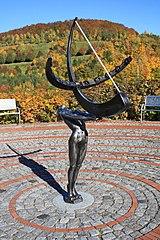 Skulptur mit Sonnenuhr..IMG 8856WI.jpg