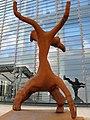Skulptur vor dem Zentrum für Kunst und Medientechnologie (ZKM) in Karlsruhe.jpg