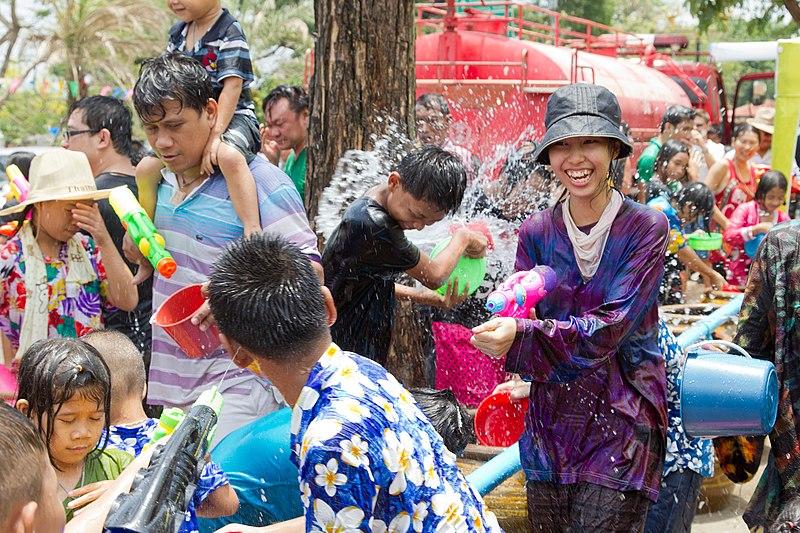 File:Songkran 10 - Ayutthaya.jpg