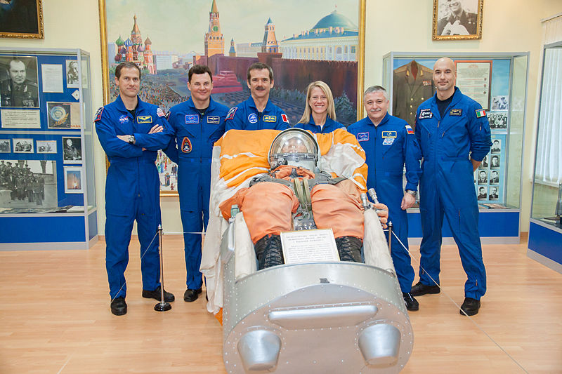 File:Soyuz TMA-07M prime and backup crews at the Korolev Museum 1.jpg