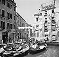 Spandoek over een kanaal in Venetië met de tekst 'Vota Socialismo', Bestanddeelnr 254-2026.jpg