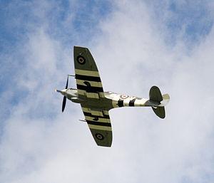 Spitfire fly past - Flickr - exfordy.jpg
