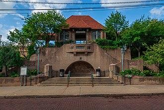 Forest Hills station (LIRR) - Forest Hills LIRR station south entrance